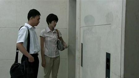掌门女婿:张译林欢被困电梯,手机又没电,呼救铃又坏了!