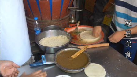 开封小伙自制独家蜂蜜烧饼,一天卖出三袋面五斤蜂蜜,一个就吃撑