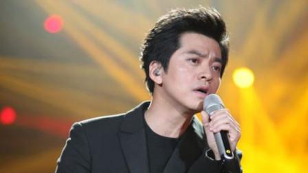 李健演唱会翻唱张学友的《月半弯》,唱出了不同的味道!