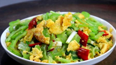 苦瓜炒鸡蛋怎么做好吃?大厨教你苦瓜翠绿不苦,鸡蛋嫩滑的小技巧