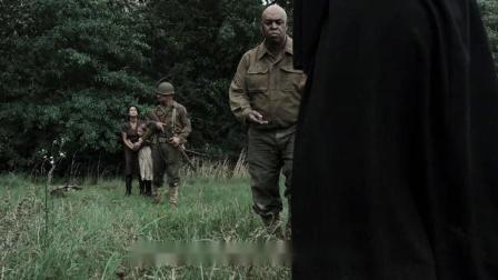 愤怒的阿登:军人为了救修女,竟徒手挖地雷,不料结局竟这样