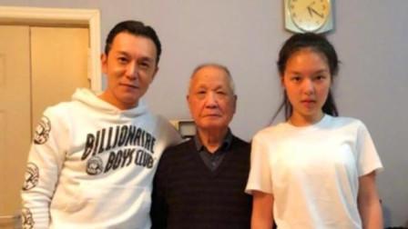 看了李咏的爸爸,才明白李咏优秀的原因,网友:家庭教育的重要性