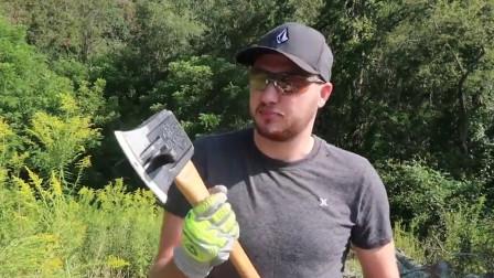 """农村小哥发明""""转动轴""""斧头,一斧头一个木桩,一天能劈10吨木头"""