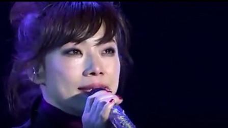 林忆莲演绎经典,一首《伤痕》歌声清澈动人,令无数观众莫名流泪