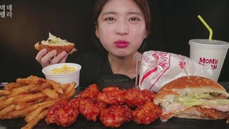 韩国美女吃货,吃汉堡、辣炸鸡块、薯条、芝士玉米,吃的太过瘾了