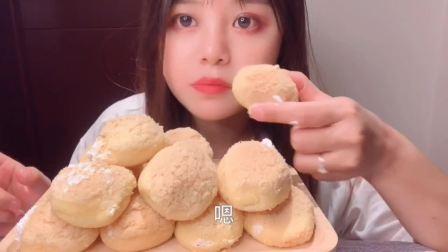 美食吃播:大胃王小姐姐吃泡芙,大口吃的真过瘾!