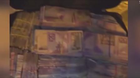 警察在边境查获一辆汽车,车厢内发现装着慢慢纸币的行李箱