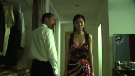 美女穿上低胸裙去找男子!