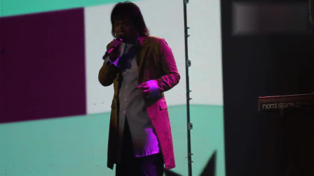 伍佰沈阳演唱会翻唱《梦醒时分》,歌词唱错机智救场