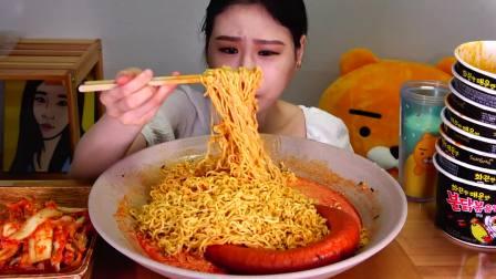 韩国吃播 美食吃货弗朗西斯卡 火鸡面加牛奶配大香肠