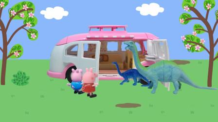 霸王龙在追小恐龙,佩奇乔治将他们藏到了野餐车里