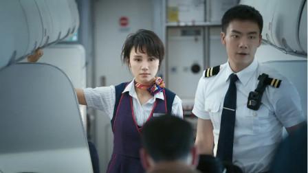 """《中国机长》:这场""""""""恐怖航行""""究竟遇到了怎样巨大的挑战,机组人员如何做到临危不乱?"""