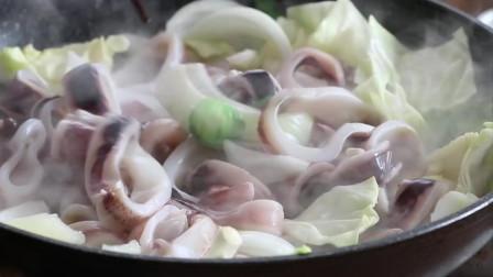 《韩国农村美食》新鲜的章鱼圈,配上辣酱炒包菜,紧实美味