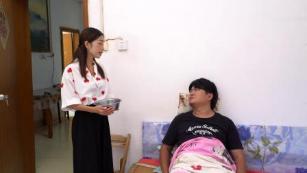 丈夫瘫痪在床后,妻子不把他当人伺候,没想丈夫突然站起来了