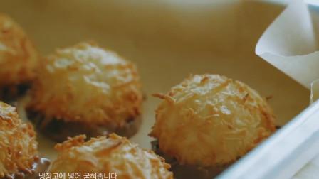 《韩国农村美食》炸的酥脆的莲蓉丸子,沾着浓香的花生酱,很有食欲