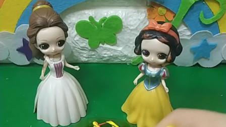 白雪要给王后做一个生日蛋糕,她做了一个漂亮的蛋糕,王后会喜欢吗?