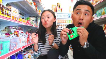 妹妹爱吃零食,不料哥哥让妹妹跟超市老板谈对象,太逗了