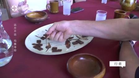 传统玛雅人用一个很厚重的石头,反复打磨可可豆,从而制作巧克力