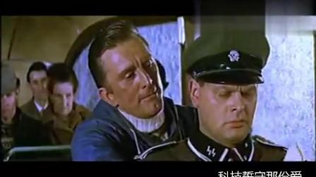 经典老电影《雪地英雄》盟军战士被德国军官识破,关押时跳车逃亡
