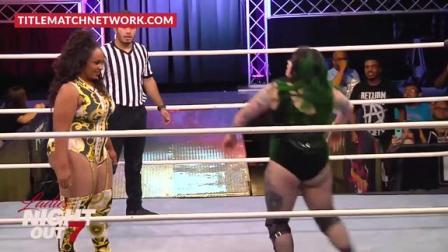 wwf美国职业摔角 女子职业摔角 这种连续的 战车臀部冲撞 对于对手来说是种享受