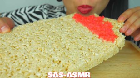 吃播微笑姐,试吃特色米花糕,撒上跳跳吃听着真过瘾