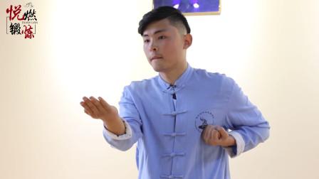 咏春拳的摊手,右手变掌向前平移,一起来练习吧