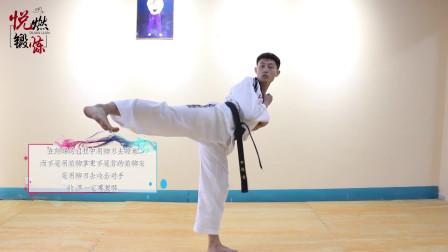 跆拳道竞技中侧踢的练习,首先实战式准备侧踢,一起来练习吧