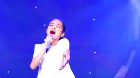 刘德华做梦也想不到,他的歌竟被这小丫头翻唱超越了,这嗓音无敌了