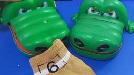 鳄鱼比赛吃东西,最后怎么来只臭袜子?这也太臭了!