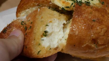 韩国蒜蓉芝士奶油面包,新鲜出炉,咬一口特别香
