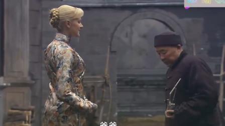 洋儿媳穿旗袍追着让公公看快夸我美丽公公夸你个头