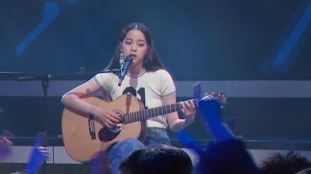 歐陽娜娜深情獻唱《天天想你》,小仙女彈著吉他文藝魅力盡釋放
