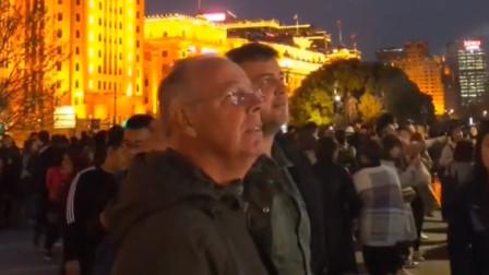 英国游客到深圳看到大街上这一幕感到羡慕怎么英国就没有
