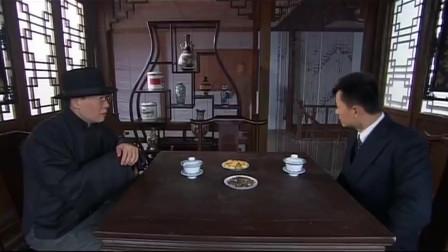 密战太阳山:两人谈论在围剿的情况,认为当下的局面应该保存力量