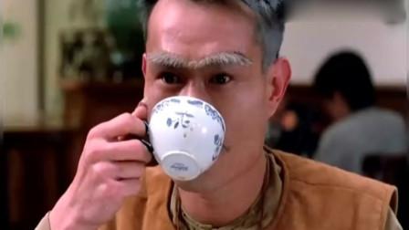 林正英喝外国茶这段儿太搞笑了,喝纯咖啡,吃加糖的蛋挞,尴尬呀