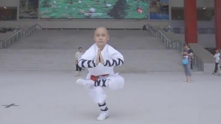 难得一见的少林童子功,真是威武雄壮,练过的就是不一样!