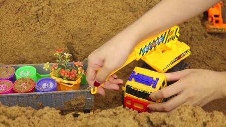 油漆货车被陷入沙地 吊车赶来帮忙