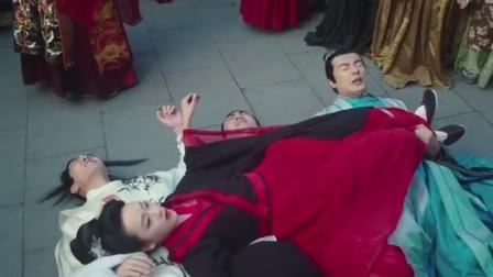 古装:美女想不开爬上城楼,没想到三个小伙却成了垫背,太难了!