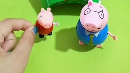 少儿益智亲子玩具:猪爸爸正在卖薯条,佩奇叫猪爸爸赶紧回家乔治出事了,结果小怪兽偷吃了不付钱!