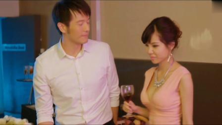 叶梓萱穿着粉色的超短裙去接触男人,内心怀着不可告人的秘密