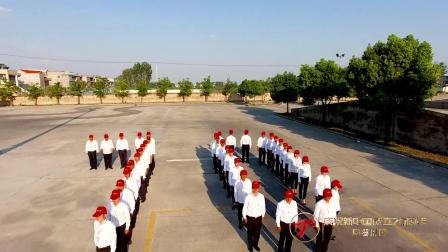 40台车摆成中国字样,这家驾校用这种方式祝福70周年,很燃!