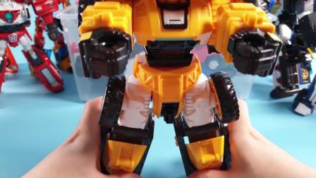 迷你特工队玩具总动员:机甲玩具的神奇变形