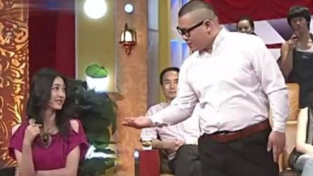 王丽坤穿30厘米短裙坐下,谁注意岳云鹏的举动,网友狂按暂停键