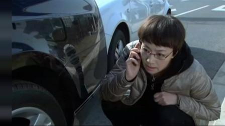 女子追尾别人,打电话保险:好像是个杂牌车,标志有8带俩翅膀的