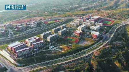 """""""快闪""""迎国庆 汝州市中等专业学校师生共唱《我和我的祖国》"""