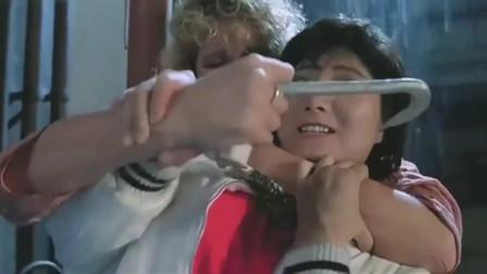 皇家师姐:捣毁制毒窝点,双方激战,女警一人霸气干掉头目
