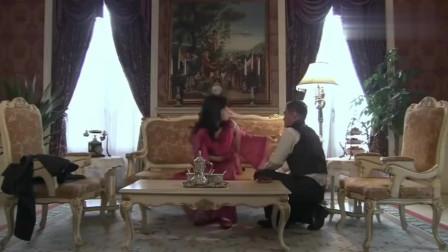 汉奸告诉川岛芳子一个重要情报,还说对她倾慕以久,真败类!