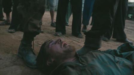 重见天日:胡子男被牛拉着在地上拖拽,还被人围观,太悲催了