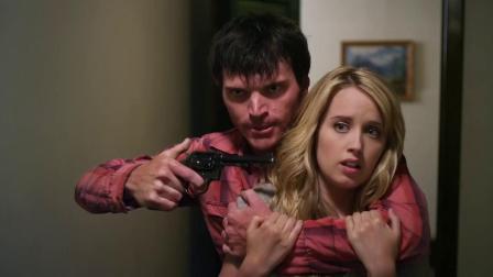 盗宝联盟:歹徒用枪指着美女,可是没想到美女也不是好惹的