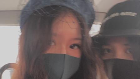 汪峰大女儿,晒与网红周巴黎合影,十四岁的她打扮很成熟